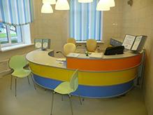 Мебель для библиотек: яркие цвета и экономичные материалы